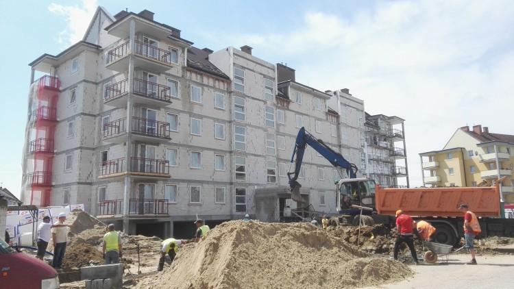 Budowa budynku mieszkalnego przy ul.Czerskiego w Malborku - prace przebiegają…