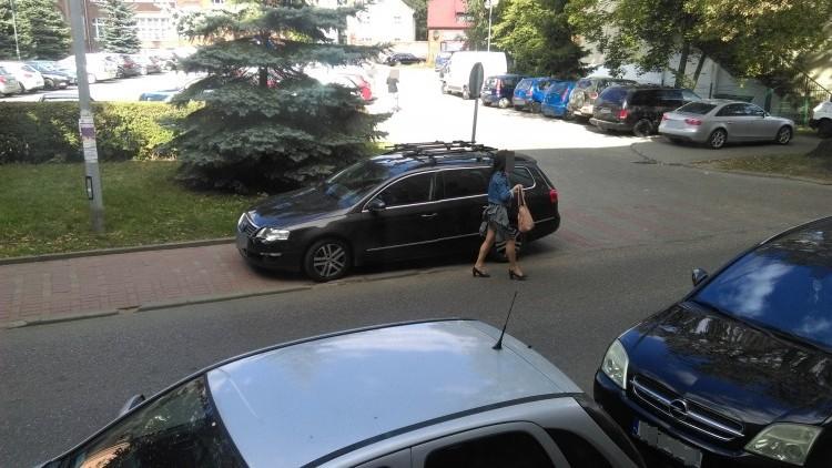 Mistrzowie(nie tylko)parkowania na chodniku przy ul. Żeromskiego w Malborku…