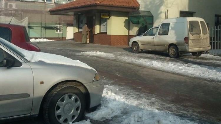 Mistrzowie(nie tylko)parkowania. Za daleko do bankomatu w Nowym Dworze…