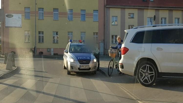 NDG.: Mega mistrz parkowania. Biały mercedes, i natychmiastowa kara.…