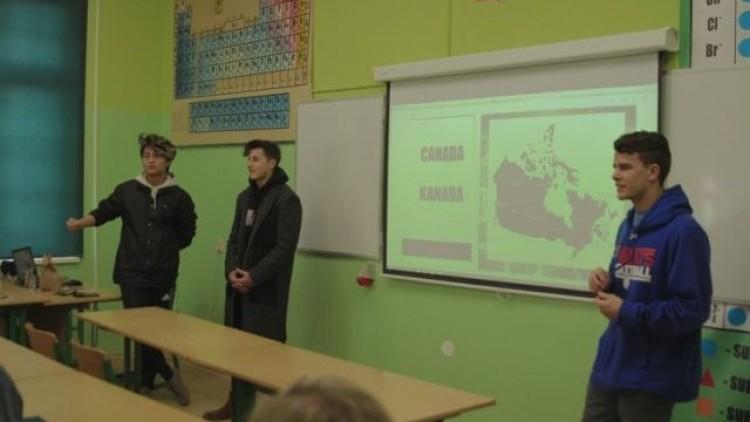 Młodzież z kanadyjskiego Vancouver w malborskim II LO