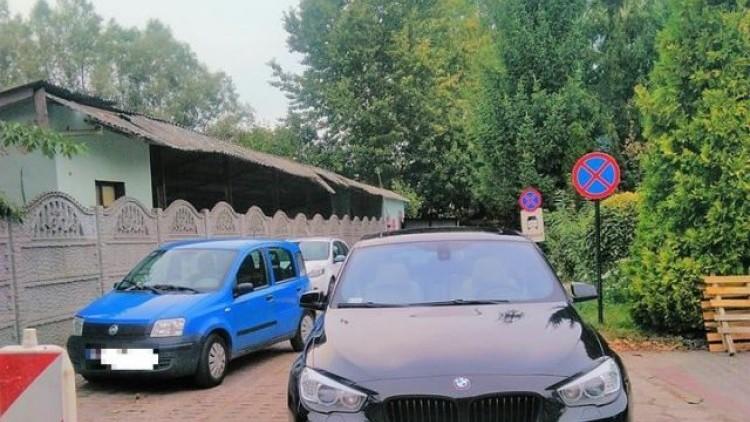 Niedzielne parkowanie na zakazie postoju w Nowym Dworze Gdańskim. Mistrzowie…