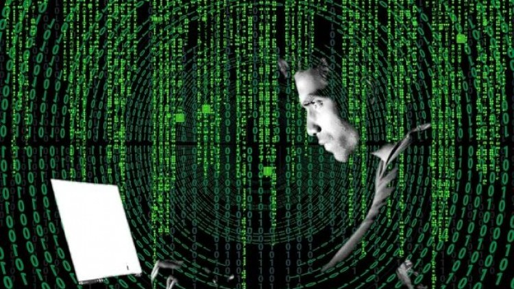 Hakerzy blokują komputery. Podszywając się pod Policję wyłudzają…