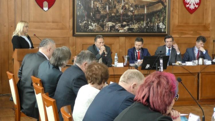 Radni nie zgadzają się z decyzją wojewody w sprawie MZK. Sprawa trafi…