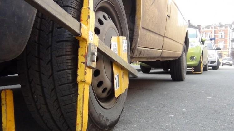 Malbork: Co grozi za parkowanie na zakazie? Mandat, blokada, a nawet odholowanie…