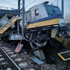 Dwie osoby zginęły wskutek zderzenia lokomotywy z drezyną w Szymankowie.